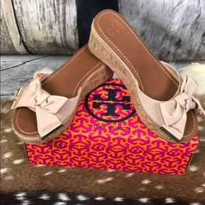 Tory Burch Penny Bow Blush Wedges Size 8M